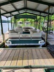 Used 1999 Bennington Power Boat for sale